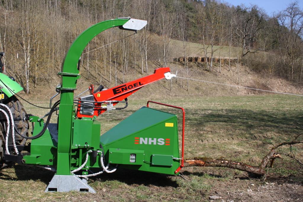 Funkgesteuerte Seilwinde für Holzhäcksler 4