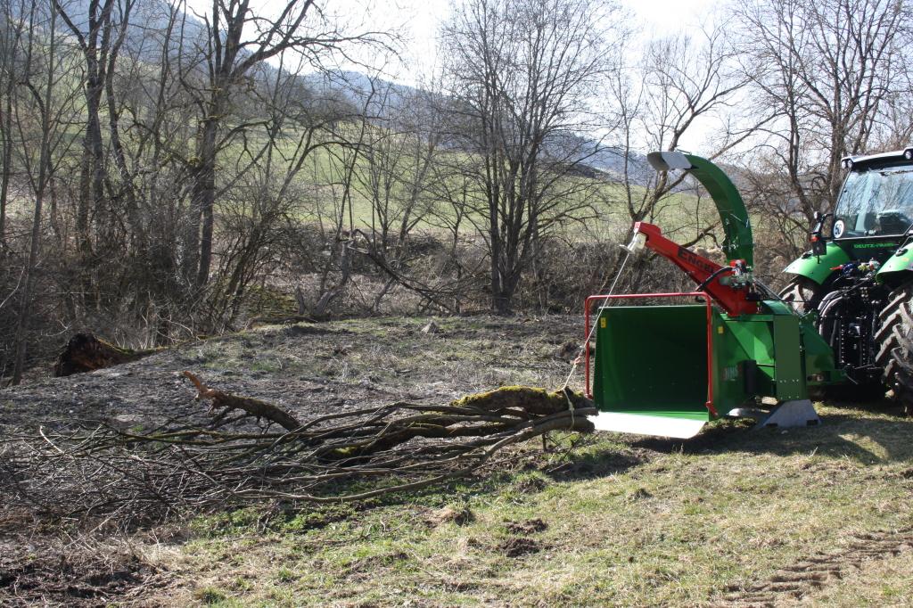 Funkgesteuerte Seilwinde für Holzhäcksler 6