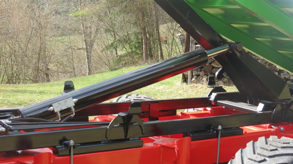 Hakenliftsystem für Rückewagen 3